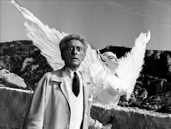 Look behind you! Jean Cocteau's new contact lenses prevent him from seeing the Sphinx, from Testament D'Orphée (1960)