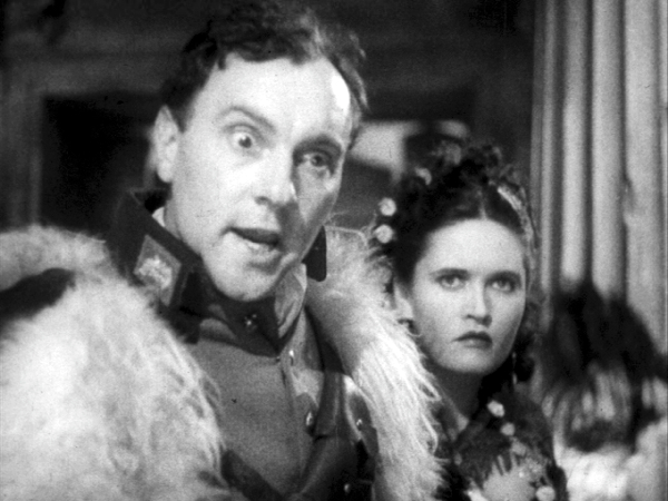 'Nye lick haar, Mr. Aviator'. - Ralph Richardson looking about 16 as the 'Chief'.